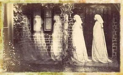 Anonimo: lo spettro di Bernadette Soubirous, 1890, foto