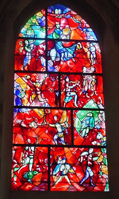 http://1.bp.blogspot.com/_gbLXEi0Vo0E/RXLJ1Wx_z9I/AAAAAAAAAAU/-5NSk0wjZs0/s320/stained%2520glass%2520window%2520Chagall.jpg