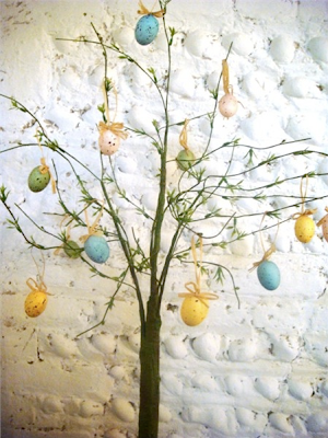 Speckled hanging eggs (set of 4) by The Seasonal Barn