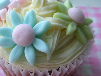 Easter fondant flowers cupcake