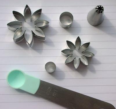 Petal daisy cutters