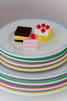Miniature plates and cakes by Craft & Creativity