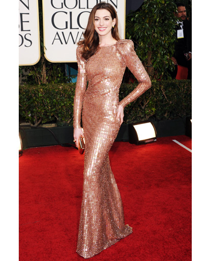 anne hathaway golden globes 2011 hair. Ann Hathaway looked stunning