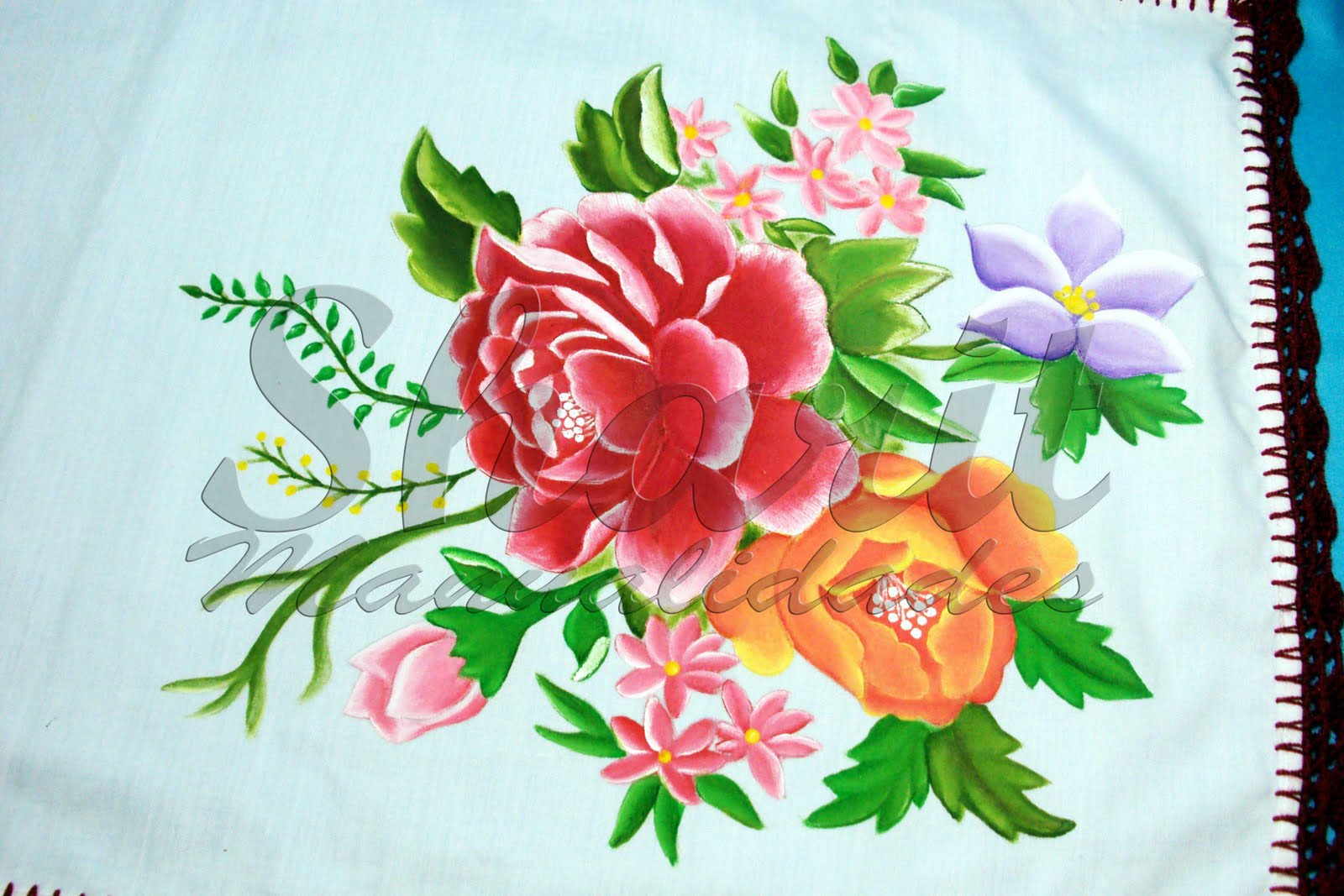 Camino de Mesa en Pintado en Tela con acabados en crochet de 35 x 75