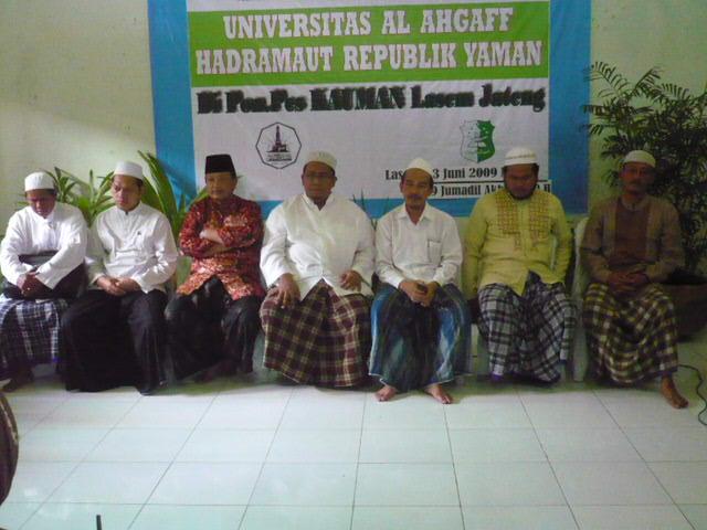 Bersama para masyayikh saat Pembukaan Tes Seleksi Beasiswa ke Universitas AL AHGAFF Yaman