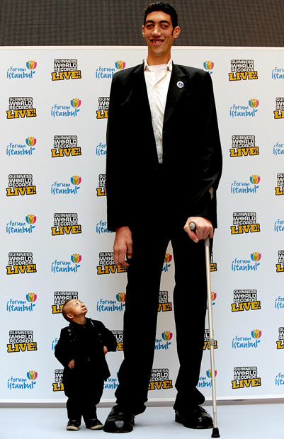 Cool high quality pix tallest man meets shortest man in the world