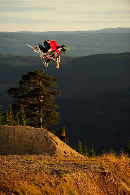 Mountain Bike Jumps, Mountain Bike Jumps pictures, Mountain Bike Jumps tips, Mountain Bike Jumps photos