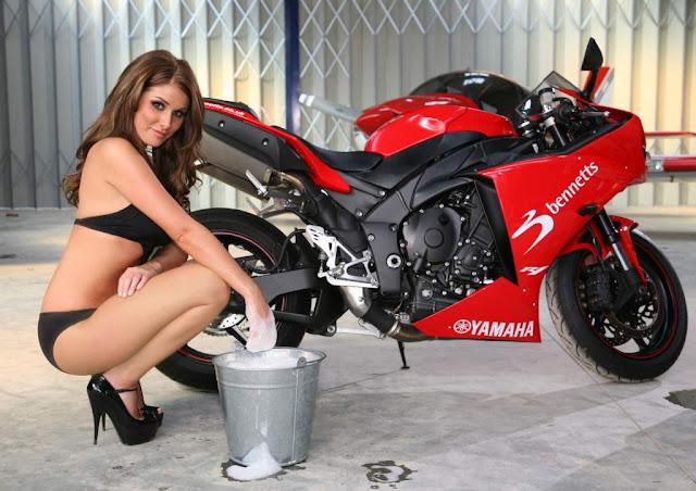Lucy-Pinder-Bike-Babe-1.JPG