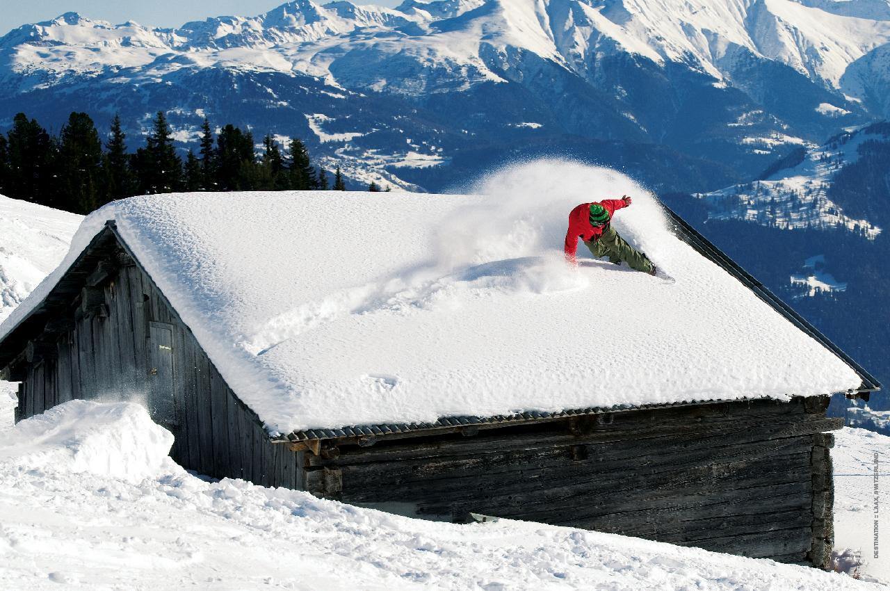 http://1.bp.blogspot.com/_gfXupHOEhH0/TKJX-T6dnaI/AAAAAAAASJk/RymypfNMZ44/s1600/snowboarding-wallpaper-3.jpg