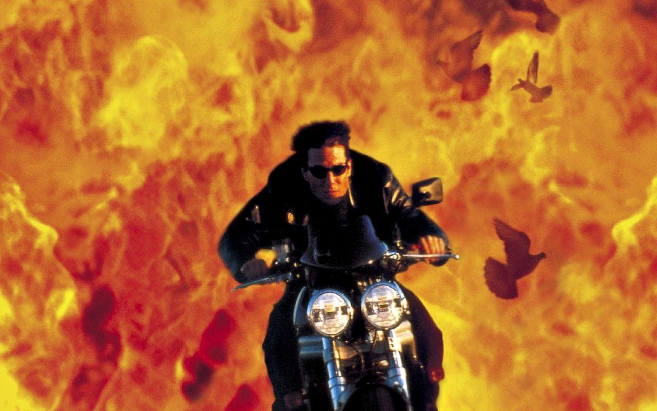 http://1.bp.blogspot.com/_gfXupHOEhH0/TUbWa3s12iI/AAAAAAAATj0/xElMvgu1YQ0/s1600/tom_cruise_motorbike.jpg