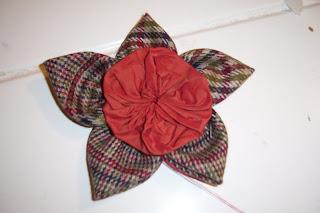 Πως να φτιάξετε καρφίτσα Λουλούδι απο την Ριρή 100_2090