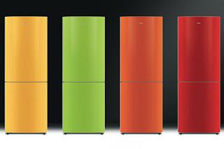 Este frigorífico estéticamente agradável de 302 litros da Smeg, Série F32BC, tem formas ligeiramente arredondadas, escondendo alças e as portas coloridas. Preço ligeiramente elevado para um frigorífico SMEG.