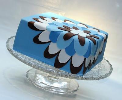 Moderne Torte mit Blume