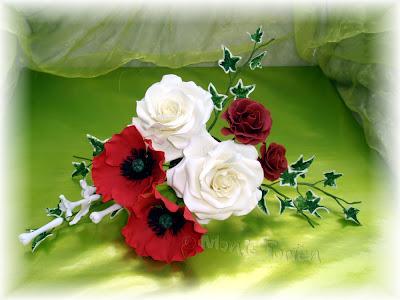 Rosen, Mohn und Stephanotis aus Blütenpaste