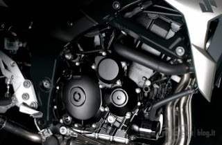  Suzuki GSR 750 engine