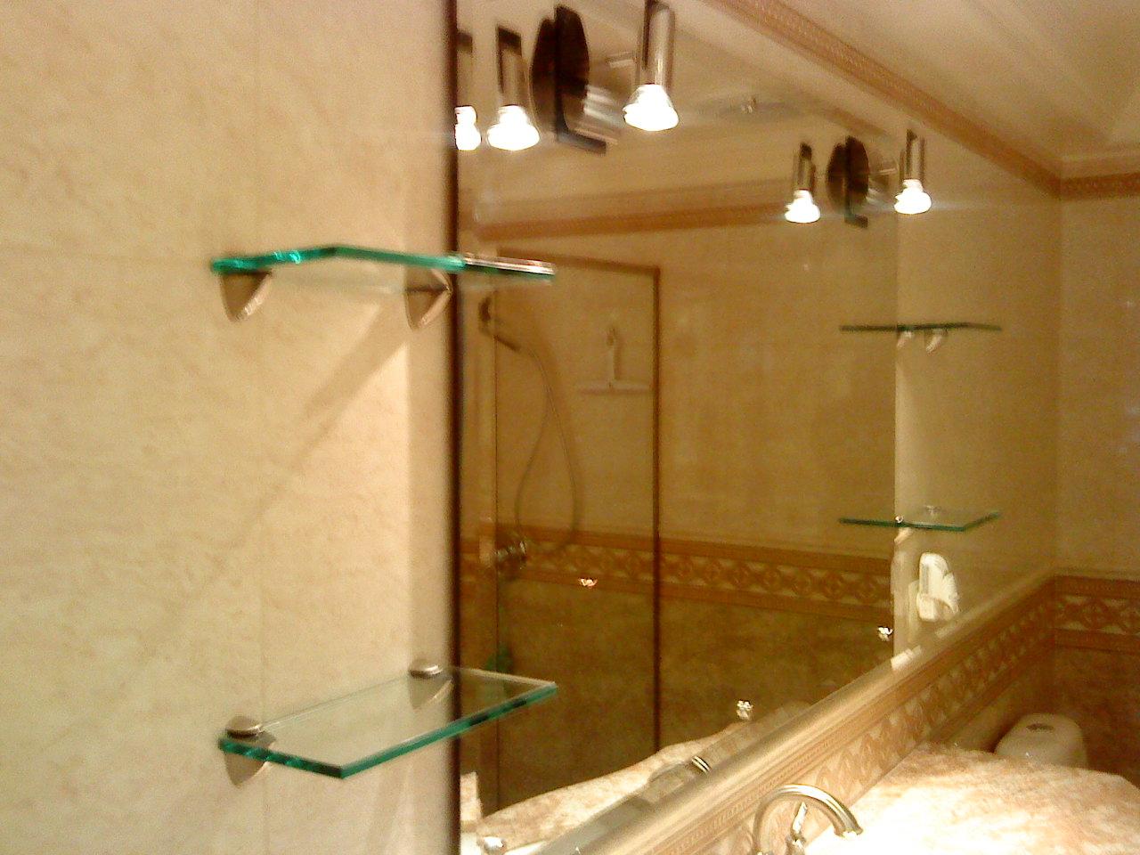 Arenados y vitrales espejos para ba o y estancias for Focos para espejos de bano