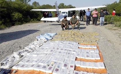 http://1.bp.blogspot.com/_gppxFhXOKOU/S_534nMm1eI/AAAAAAAAXJE/CdqhtcQfw3E/s1600/avioneta-con-droga.jpg