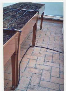 Sistema de riego para mesa de cultivo