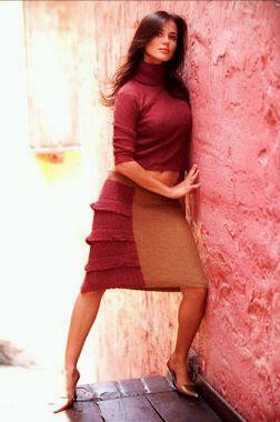Maju Mantilla posando contra la pared