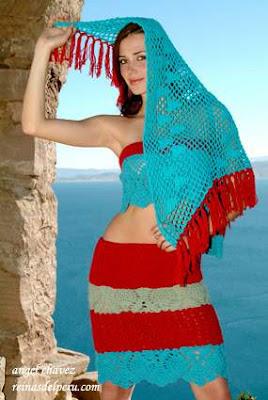 Maju Mantilla con bella ropa tejida