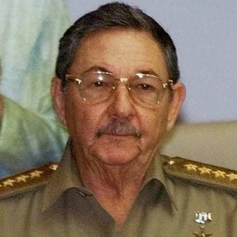 http://1.bp.blogspot.com/_gr41FEso034/SO_GL6_4K1I/AAAAAAAARv8/Hh5GzMRRnwM/s400/Raul+Castro+6.jpg