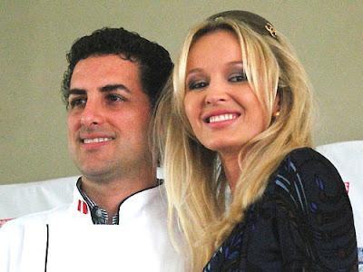 Julia Trappe feliz junto a Juan Diego Florez