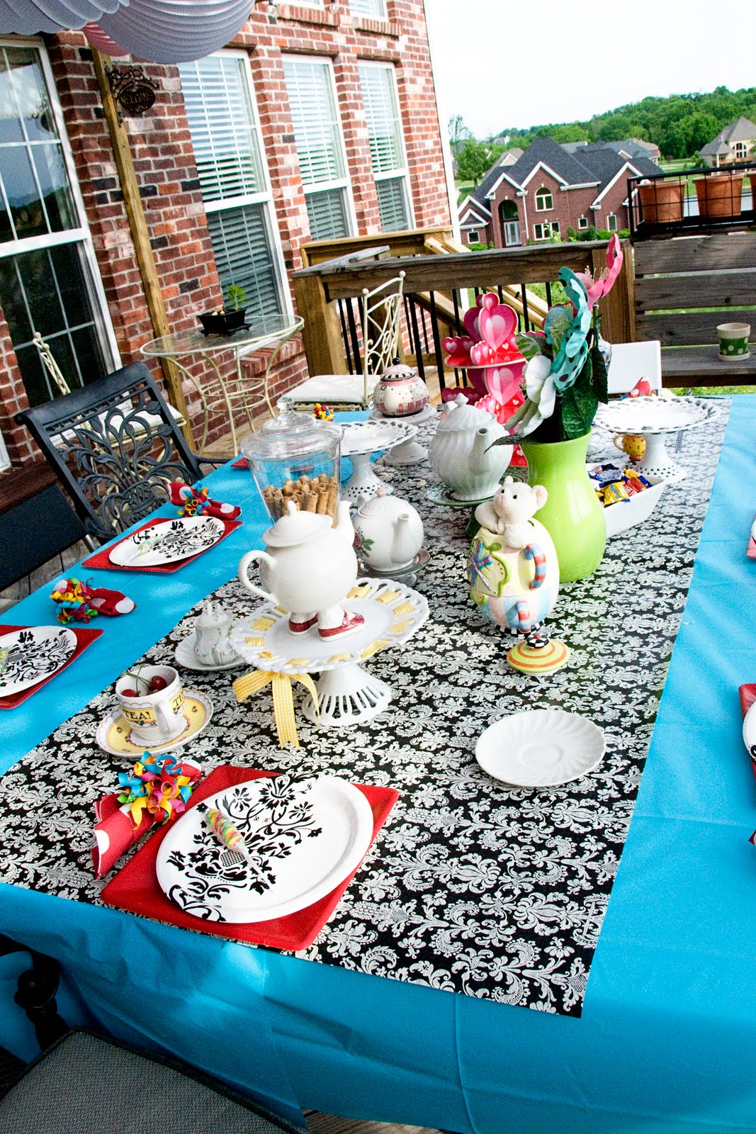 Inexpensive Tablecloth Idea!