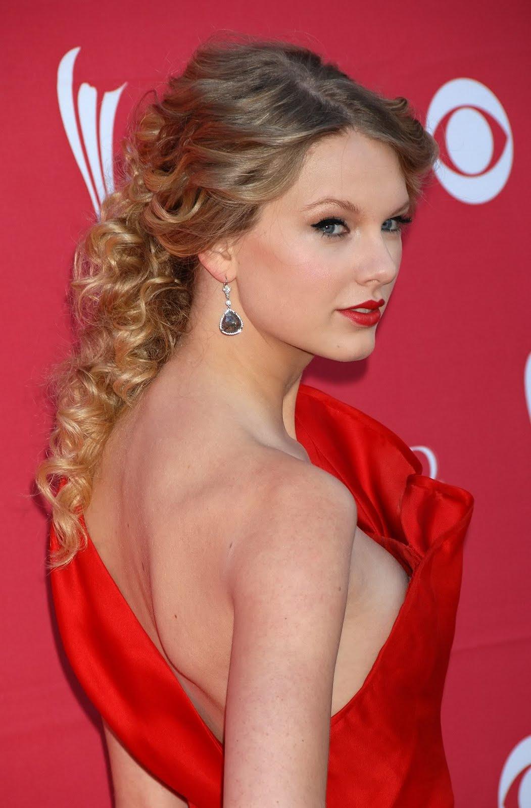 http://1.bp.blogspot.com/_gsI1kkxF2rM/SwqdeDOwVxI/AAAAAAAAAEE/IEM3atshLDU/s1600/Taylor+Swift.jpg