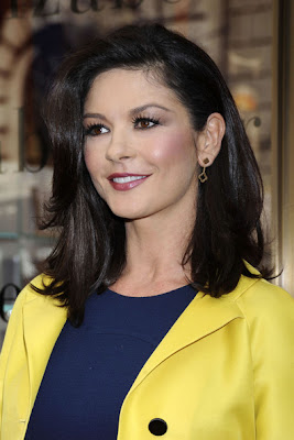 Catherine Zeta Jones Gold Dangle Earrings