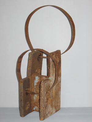 escultura de hierro y fleje antiguo creada por la artista ImaPerezAlbert