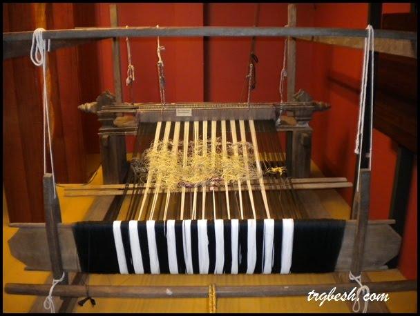 Anyaman ialah proses menjalin atau menjaring helaian buluh, rotan ...