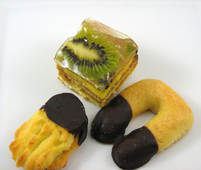 Chocolate Gourmet Pastries: Kiwi and Dulce de Leche