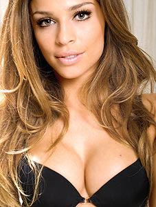Playboy tenta Grazi Massafera para 2011