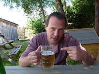 コロンソン=アン=ヴェルコールCorrençon-en-Vercorsのテラスでビール