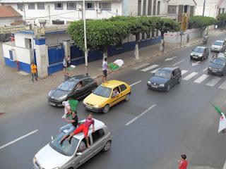 صور المنتخب الجزائري ( فرحة الشعب بالإنتصار)