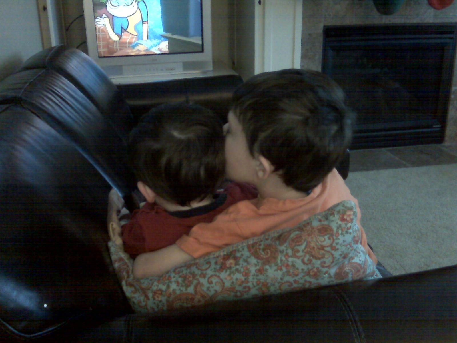 [Graham+kissing+fin+12-08.aspx]