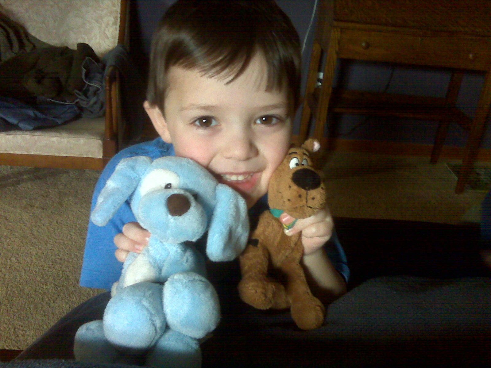 [graham+with+stuffed+animals.aspx]