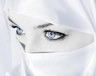 10 Wanita yang Bermata Indah di Dunia