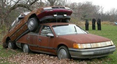 Tempat Parkir Mobil yang Aneh