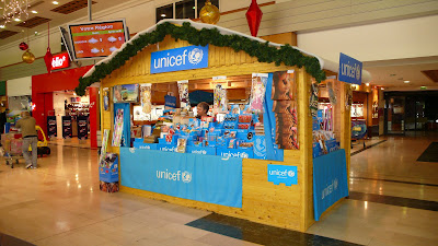 unicef essonne le stand unicef d 39 athis mons est ouvert. Black Bedroom Furniture Sets. Home Design Ideas