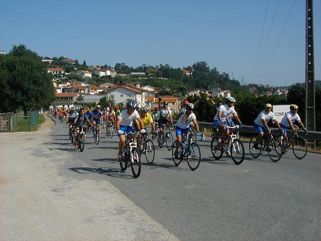 6º CONVÍVIO  DE CIClOTURISMO DE VILA NOVA -Equipa em plena prova à frente como equipa organizadora.