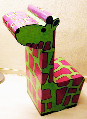 gaz lle d co fauteuil girafe verte et rose pour enfant en carton. Black Bedroom Furniture Sets. Home Design Ideas