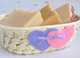 Cesta con jabones artesanales caseros San Valentin