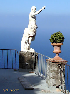 The statue at the entrance of Anacapri