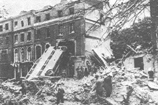 """Armas Secretas do 3º Reich – As """"Sonderwaffen"""" de Adolf Hitler Londres+destrui%C3%A7%C3%A3o+apos+bombardeio"""