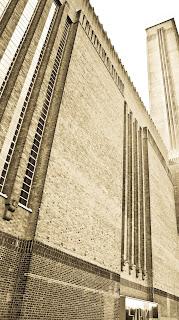 Tate Modern - London - Source: http://metrodusa.blogspot.com/