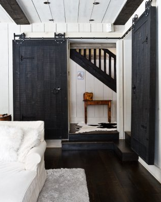 Smitten Design: Interior Barn Doors.