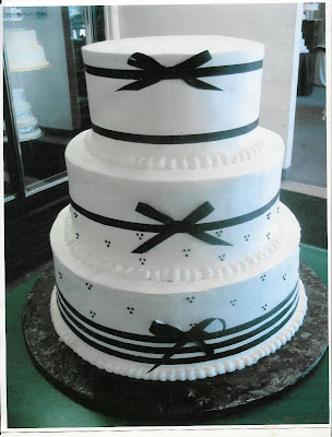 wedding cakes design with ribbon