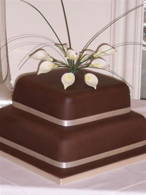 lilies and chocolate wedding cakes