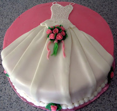 shaped wedding cake wedding dress